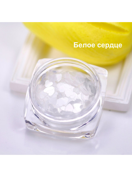 Диско-дизайн для ногтей белое сердце